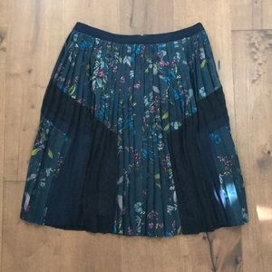 Banana Republic Multi Floral Pleated Skirt size 2